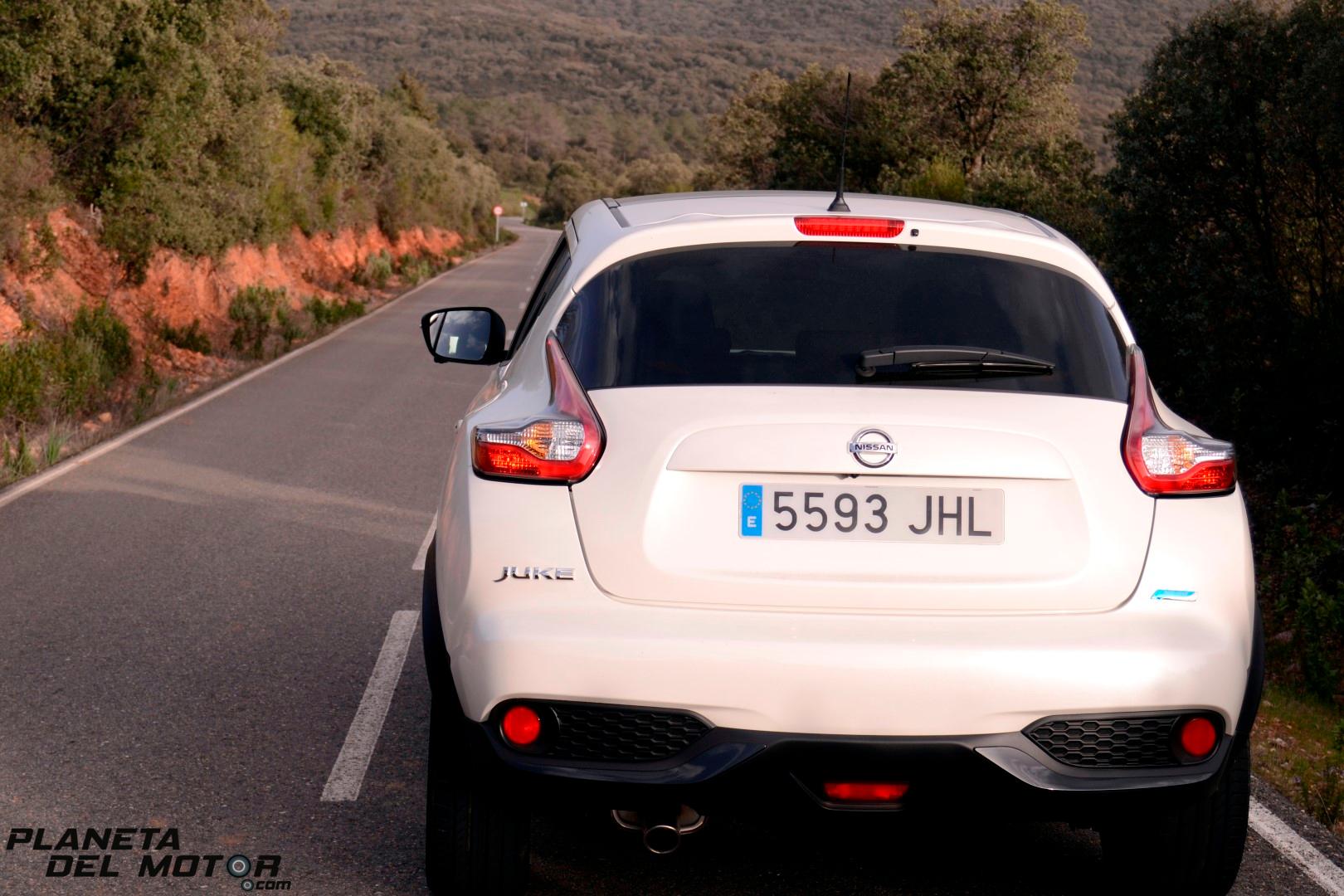 Nissan Juke Tekna_trasera_carretera sierra