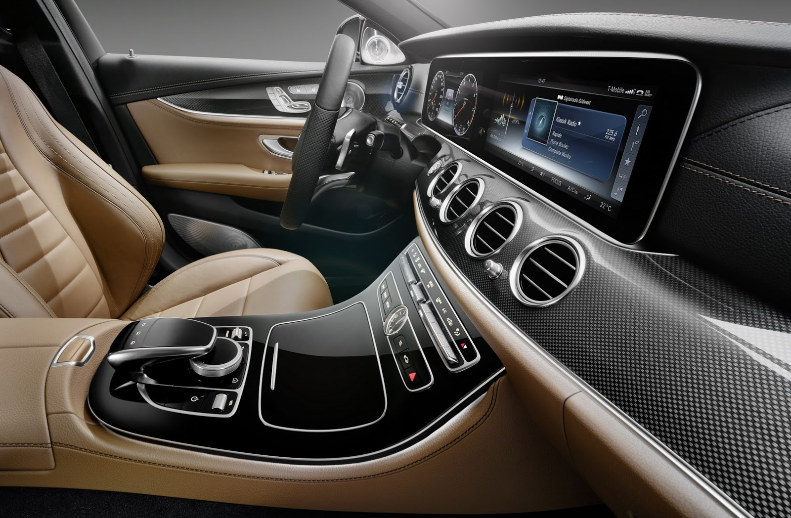 2017-Mercedes-E-Class-Interior-3