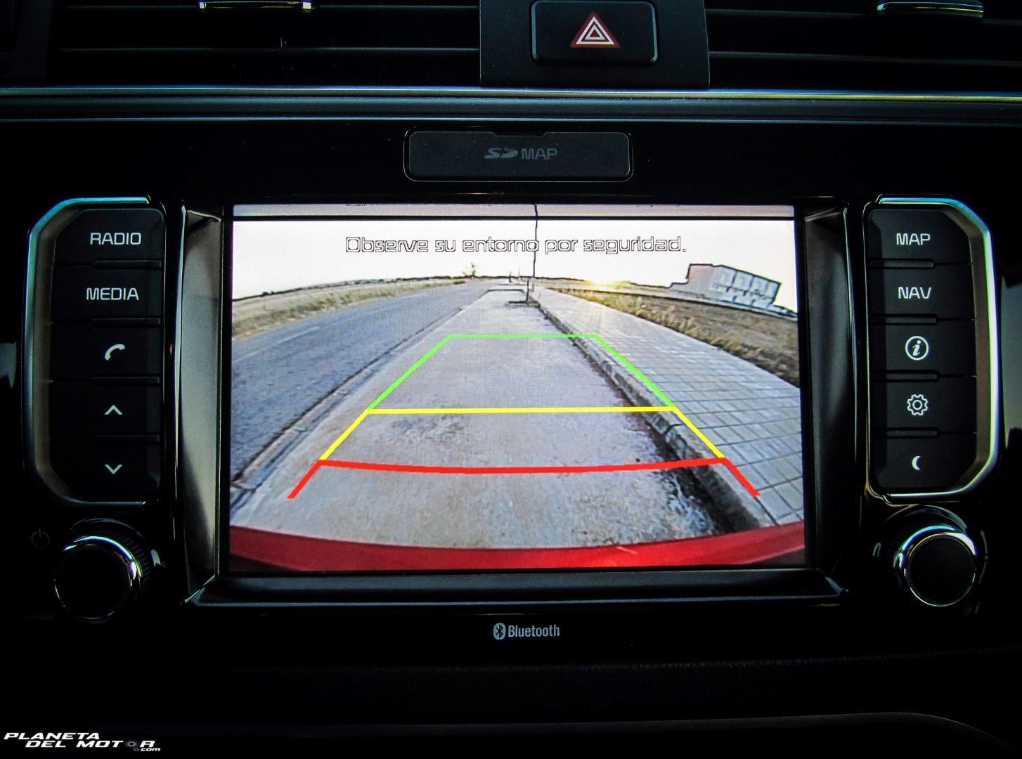 KIA Rio 1.2 CVVT 5 puertas_detalle pantalla cámara trasera