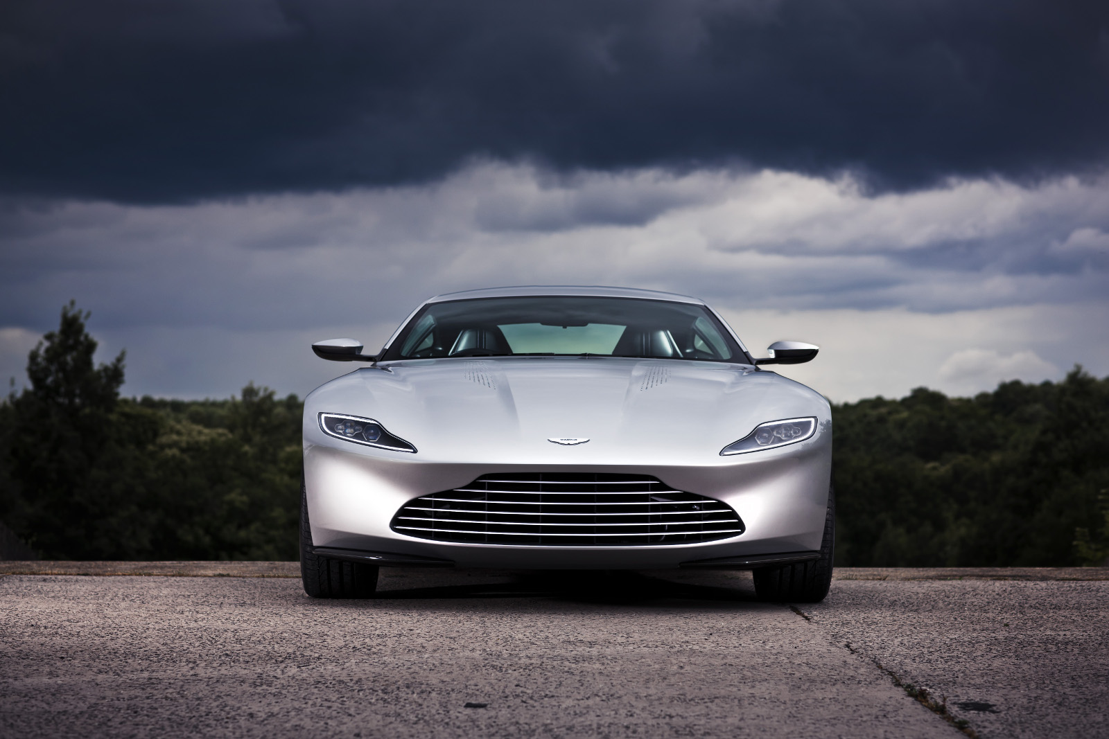 Aston Martin DB10 - Vista frontal