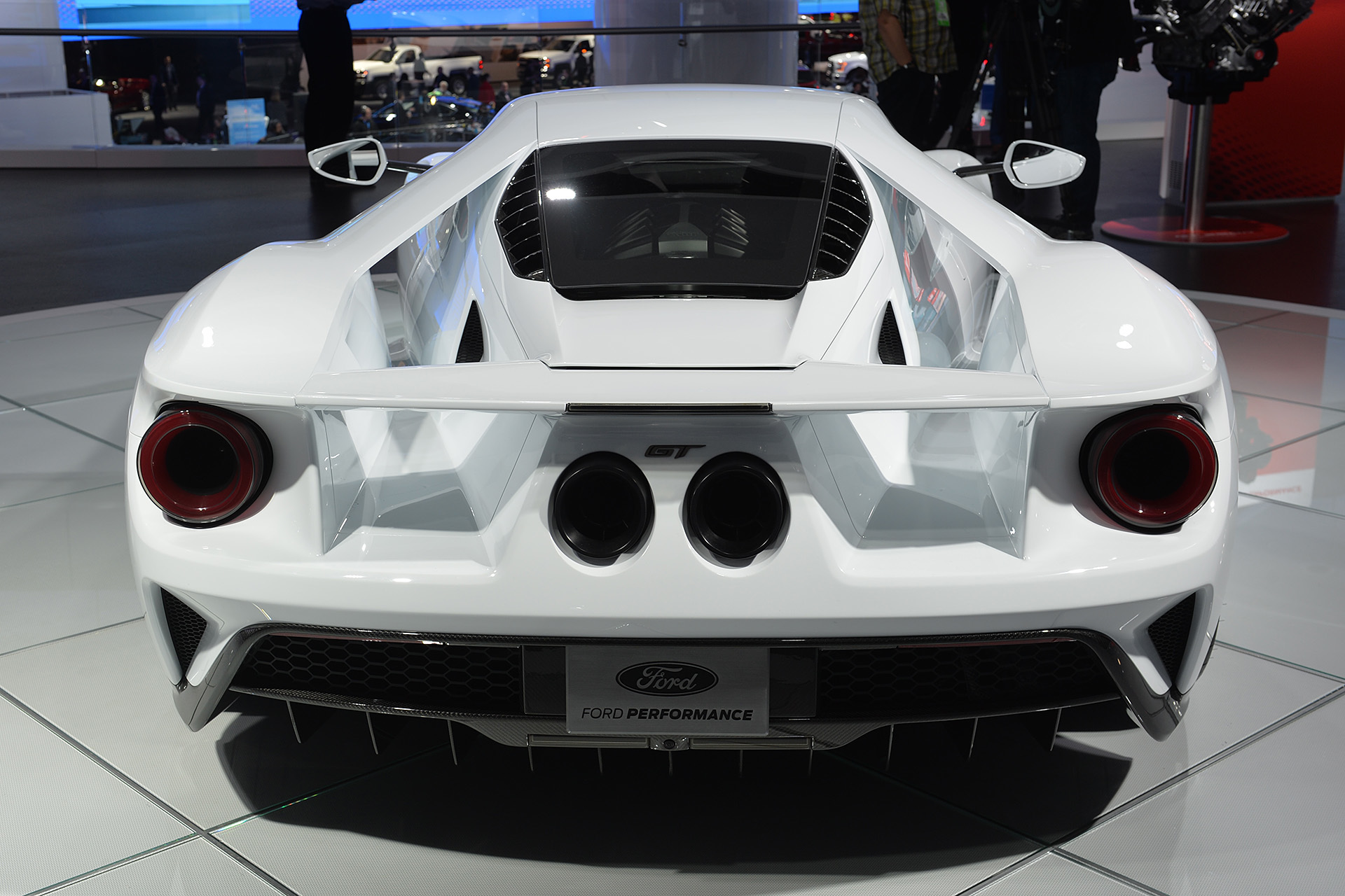 07-2017-ford-gt-white-detroit-1