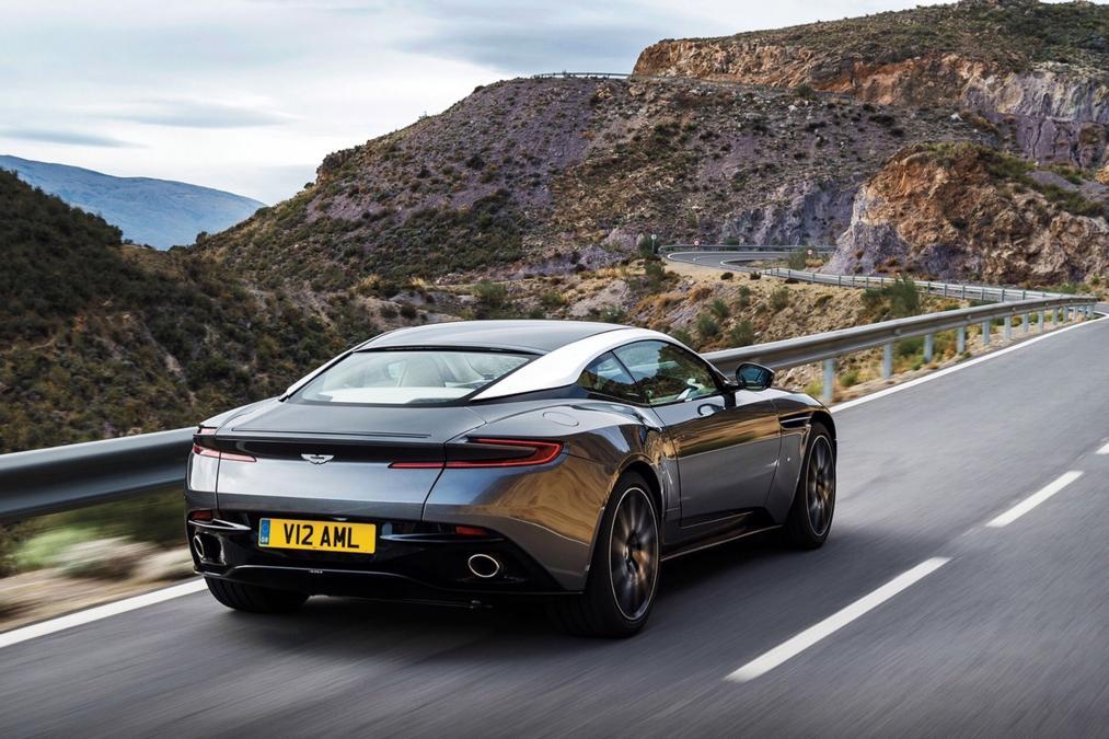 La innovadora zaga del Aston Martin DB11