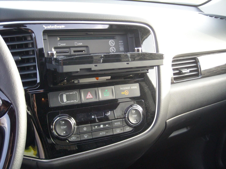 Mitsubishi Outlander Interior 18 Planeta Del Motor
