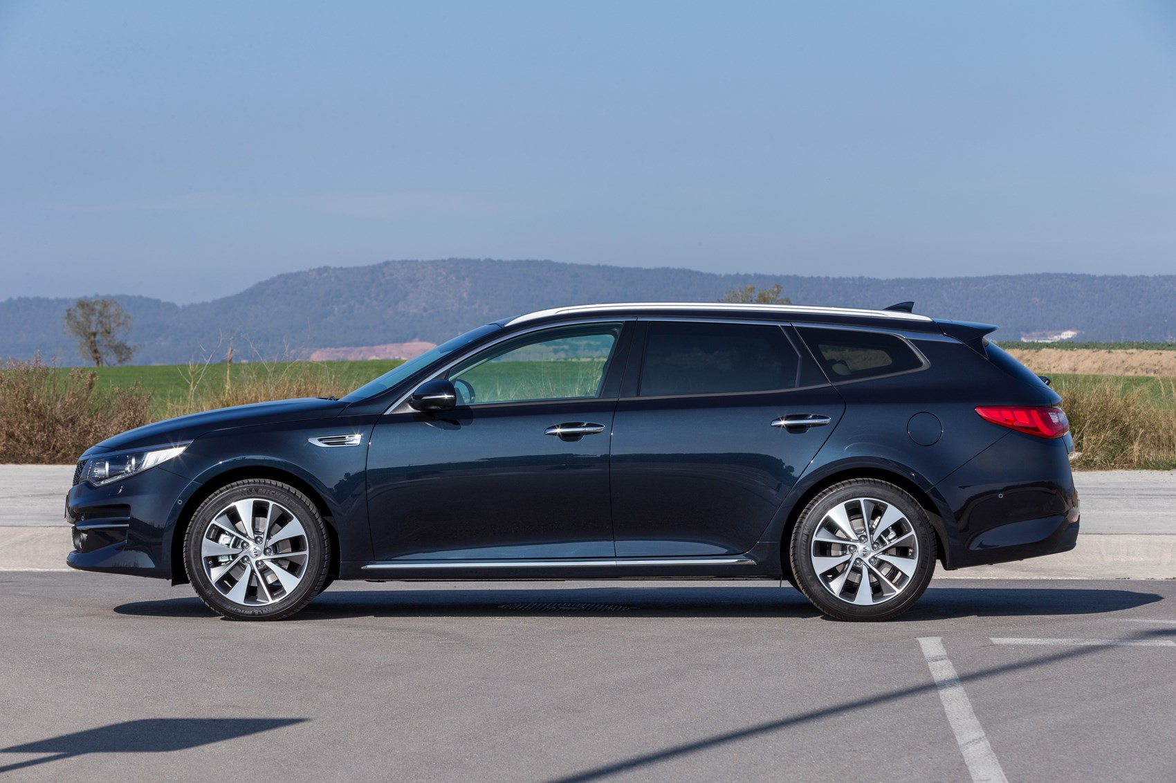 kia-optima-sportswagon-04