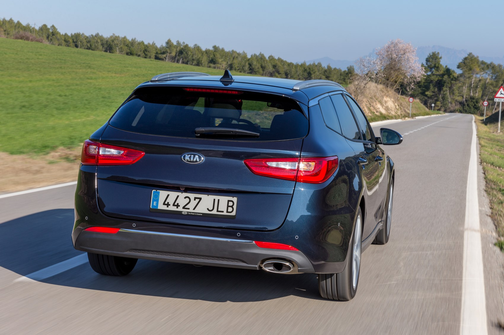 kia-optima-sportswagon-07