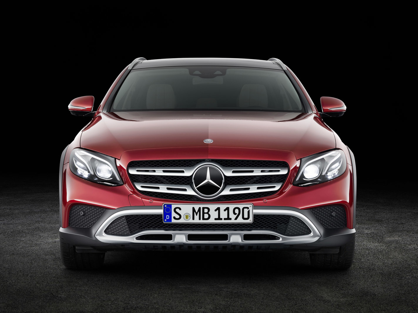 Mercedes-Benz E-Klasse All Terrain; Studio; 2016; Exterieur: designo hyazinthrot metallic // Mercedes-Benz E-Class All Terrain; studio; 2016; exterior: designo hyacinth red metallic