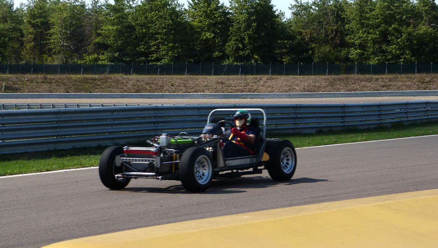 El chasis de pruebas, desnudo en Monza - Foto: Pinterest