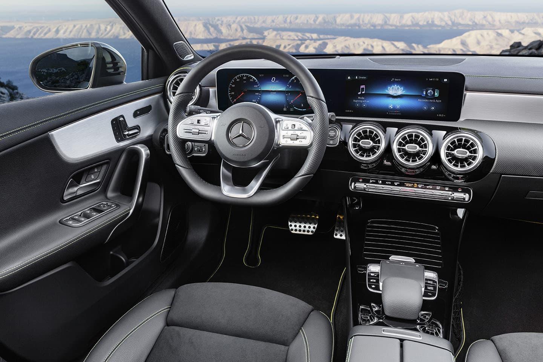 Descubre las 5 claves del nuevo mercedes benz clase a pdm for Interior clase a